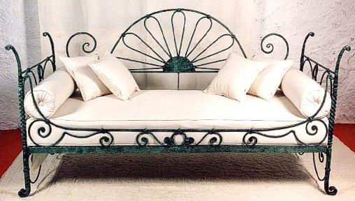 Un giardino accogliente e conviviale il tuo giardino for Arredo giardino ferro battuto